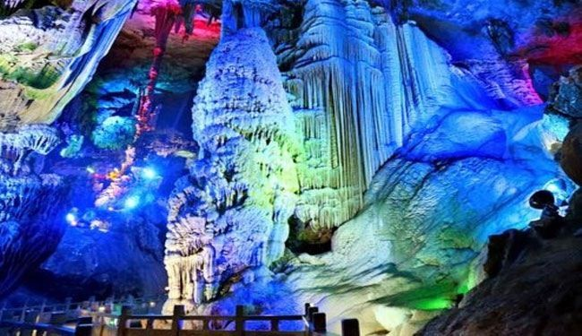 شاهد صور رائعة لمغارة الشموع المضاءة بالصين