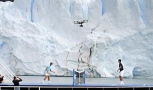 نادال وديوكوفيتش يتواجهان على قارب وسط الجليد! (فيديو)
