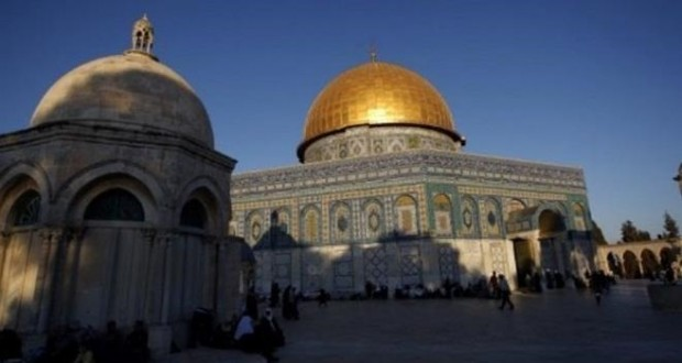 استنفار في الأقصى لمنع الاحتلال الاسرائيلي من إدخال غرفة متنقلة للمسجد.