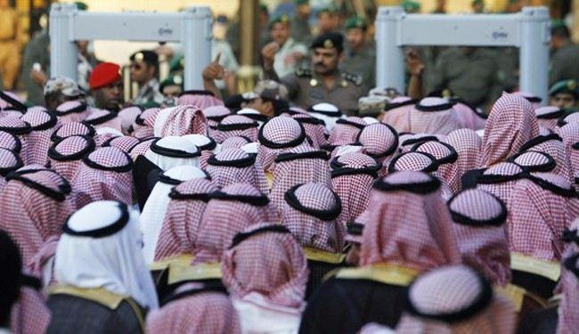 """مطالب السعوديين بين فتاوى البوفيه و""""حماية المؤخرات"""""""