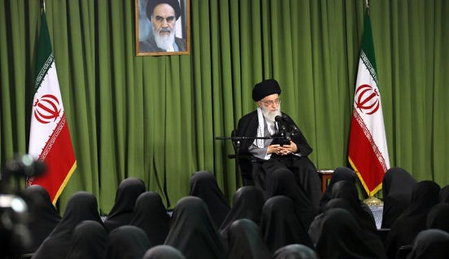 آية الله خامنئي: يجب نبذ الافكار الغربية الخاطئة بشأن المرأة