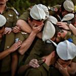 وزير الحرب الإسرائيلي يعلن أسر جنود في غزة و يتعهد بإعادتهم.