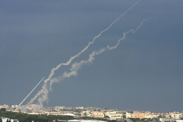 الصواريخ السورية تنهمر على الكيان فهل سامحت سوريا حماس ؟
