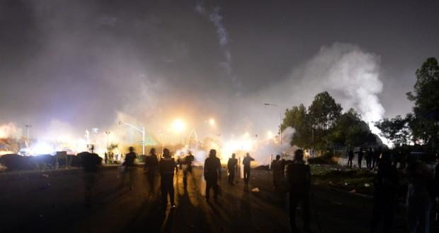 متظاهرون يقتحمون مقرات حكومية مهمة في إسلام آباد