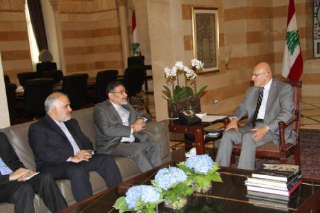 إيران للبنانيين: خذوا ما شئتم من السلاح