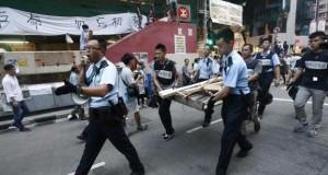 اشتباكات بين المتظاهرين والمعارضين لهم في هونج كونج