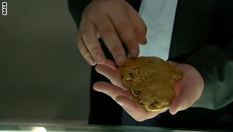 كتلة من الذهب الخام بحجم كف اليد قد تساوي نصف مليون دولار