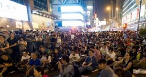 المتظاهرون بهونج كونج مستمرون باحتلال الشوارع بالاستمرار رغم جمع أكثر من مليون توقيع مضاد لهم