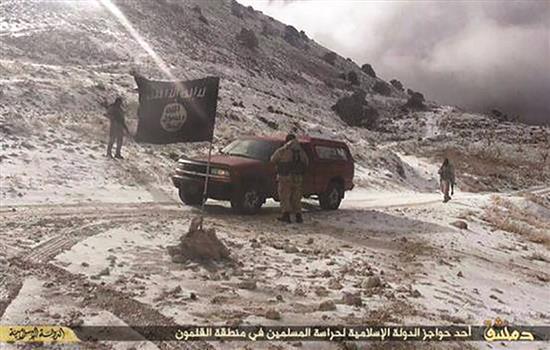 """داعش"""" يتقهقر في الجرود… ومبايعات من دون ولاء """"الجيش الحر"""" لـ""""النهار"""": 800 مقاتل تدعمهم غرفة """"الموك"""""""