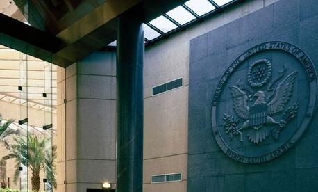 السفارات الغربية في دول الخليج تعيد فحص خطط اخلاء الرعايا والدبلوماسيين في حالة الطوارىء