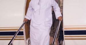 ما سر الزي العماني الذي وصل به هادي إلى السعودية؟