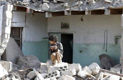 مُنسّق الشؤون الإنسانية في اليمن يشجب قيام طائرات حربية باستهداف مخيم المزرق