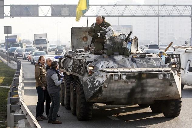 عسكريون أوكرانيون ينسحبون من خط الجبهة