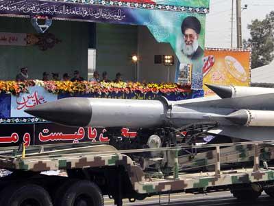 """إيران تفتتح خط انتاج مكثّف لصواريخ """"قدير"""" بعيدة المدى"""