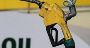 النفط يرتفع من أقل مستوى في 4 أشهر لكن المخزونات تكبح الأسعار