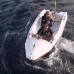 لحظات مرعبة لهجوم قرش أبيض على قارب
