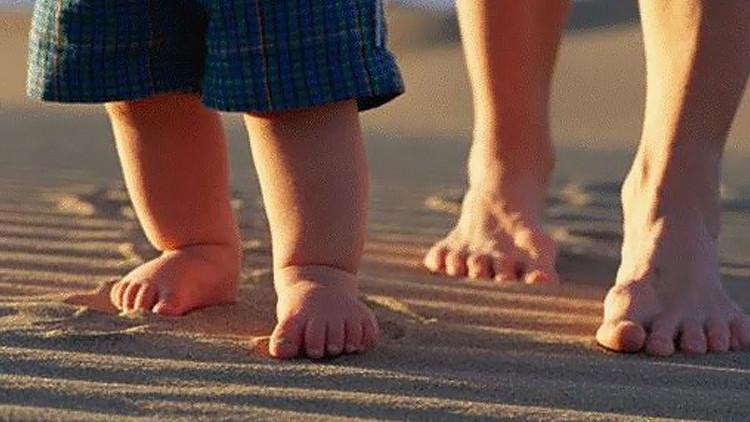 المشي على الرمال مفيد جدا