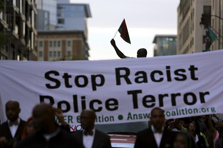 مظاهرة ضد عنف الشرطة..