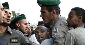 يهود من أصل إثيوبي يحتجون في تل أبيب ضد عنصرية الشرطة الاسرائيلية