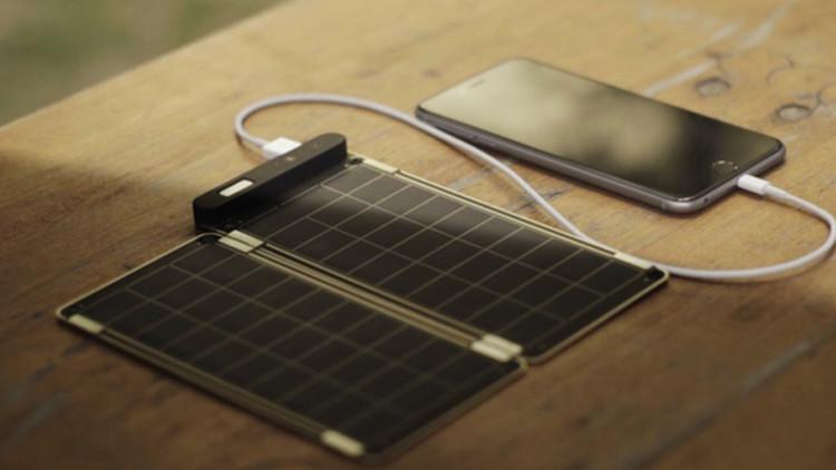 أصغر شاحن في العالم يعمل بالطاقة الشمسية