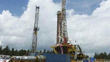 نقل الموقع الإلكتروني الإخباري لوزارة النفط الإيرانية «شانا» اليوم  عن مسؤول كبير في القطاع قوله، إن طهران ستعود لسوق النفط العالمية بكامل طاقتها فور رفع العقوبات
