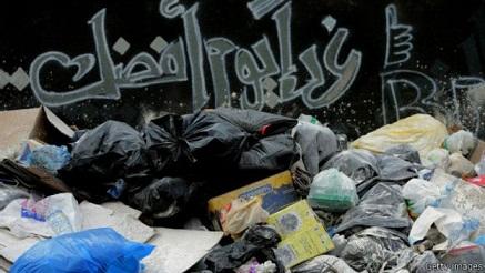"""أزمة القمامة ترفع هاشتاغ """"طلعت ريحتكم"""" للمركز الثاني عالميا في تويتر"""