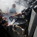 إصابة 100 شخص أغلبهم من رجال الأمن في مواجهات أمام البرلمان الاوكراني