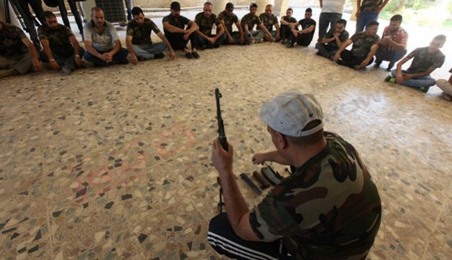 طلبة واساتذة جامعات يتدربون على استخدام السلاح