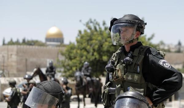 اعتداءات على المصلين في القدس ويوم غضب في الضفة والقطاع