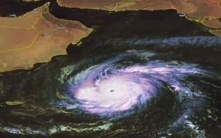 اعصار نادر يضرب اليمن وساحل عُمان الاثنين