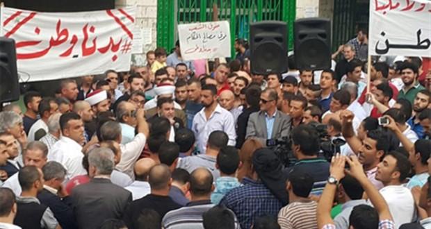 تجمع في حلبا رفضا لنقل النفايات إلى عكار. والضاهر لنهاد المشنوق: كف يدك عن عكار