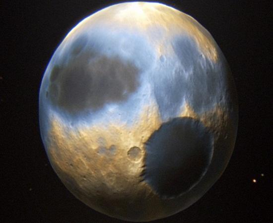 سماء زرقاء ومياه مجمدة على سطح كوكب بلوتو
