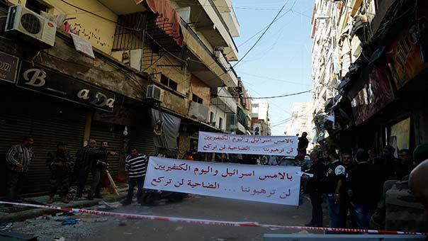 لافتات تعبّر عن شجاعة وصمود أهل المنطقة