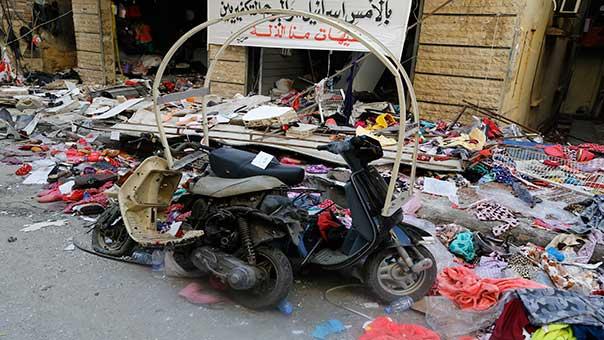 آثار الدمار في مكان الانفجارين المأهول بالسكان