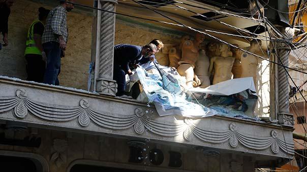 آثار الدمار في منازل المواطنين الأبرياء