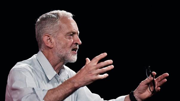 الغارديان: رئيس حزب العمال ينتقد تركيز وزير الخارجية على اتهام موسكو واستثناء واشنطن بشأن الأزمة السورية
