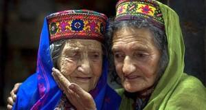 قصة قبيلة يعيش سكانها حتى 145 سنة وينجبون حتى الـ 90