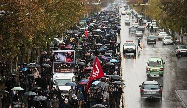 جانب من مسيرة الاربعين في طهران رغم سوء الاحوال الجوية
