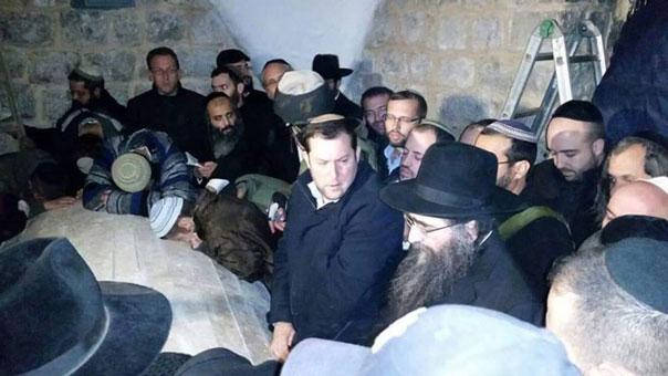 اقتحام قبر يوسف في نابلس