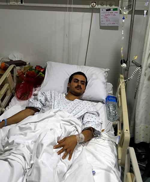 أحد جرحى الفوعة الذي أصيب بقذائف الإرهابيين يخضع للعلاج في لبنان