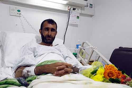 جريح من الفوعة يخضع للفحوصات الطبية قبيل إجراء عملية جراحية له