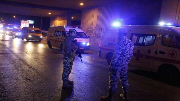 وصول الحافلات التي تقل جرحى المسلحين من الزبداني الى مطار بيروت الدولي