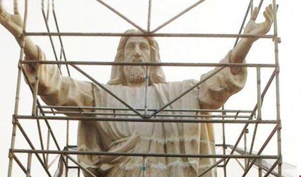 نيجيريا تزيح الستار عن أكبر تمثال للسيّد المسيح في أفريقيا