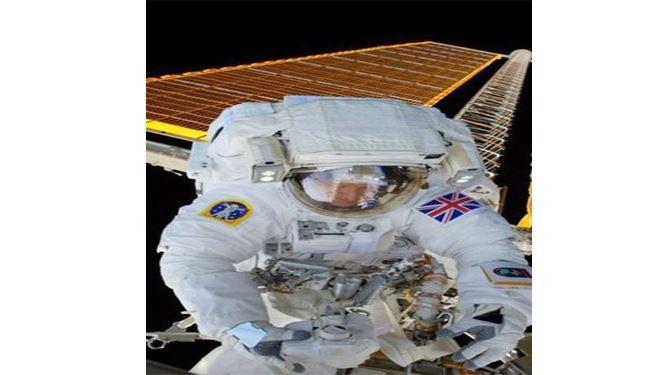 اول سيلفي من الفضاء