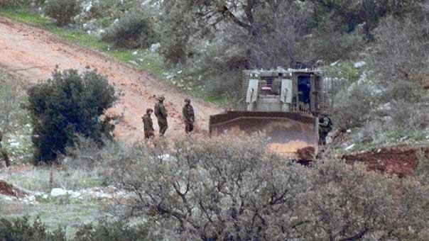 العدو الصهيوني يستقدم قوة كبيرة لسحب الاليات المعطوبة من أرض العملية