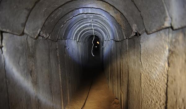 إسرائيل أمام معضلة الأنفاق: تهاجم أم تنتظر؟