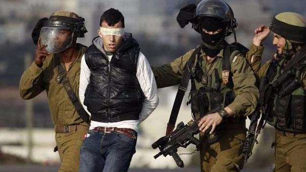 قوات الإحتلال تعتقل شابا فلسطينيا في الضفة الغربية