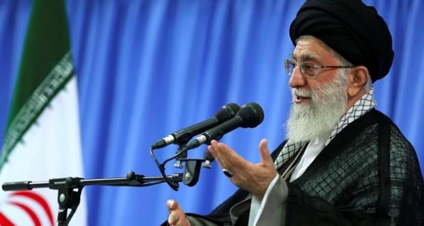 السيد خامنئي للمسؤولين الإيرانيين: إقتصاد البلاد أولوية
