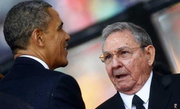 الرئيسان الاميركي باراك اوباما والكوبي راوول كاسترو