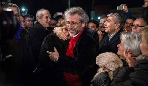 الصحافي التركي جان دوندار